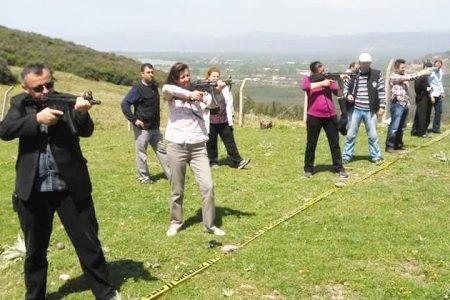 BAYAN POLİSLER 12'DEN VURDU