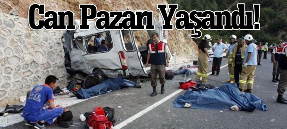 Suriyelileri taşıyan minibüs devrildi: 9 kişi öldü