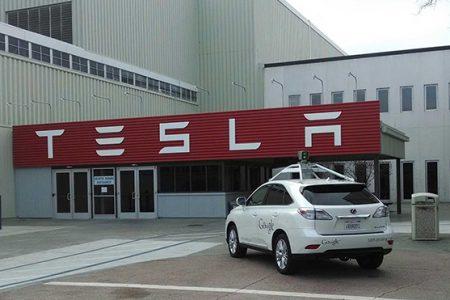 Google Tesla'dan bir yönetici çaldı!