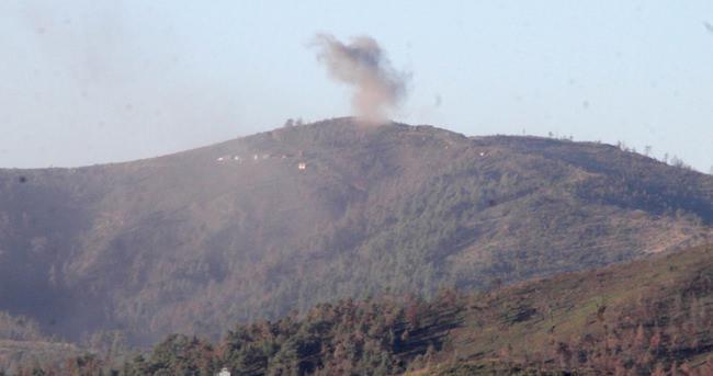 Suriye'de Esed rejimi, 3 gün önce Lazkiye kırsalındaki Bayırbucak Türkmen bölgesinde başlattığı kara harekatını genişletti. Bölgeye düşen bombalar, Türkiye tarafından görülürken, sınır bölgesine yakın noktaları bombalayan bazı savaş helikopterleri Anadolu Ajansı objektiflerine yansıdı. (Ramazan Özdemir - Anadolu Ajansı)