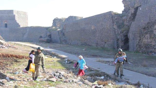 diyarbakir-sur-dan-tahliye-edilen-vatandaslar-7997302_x_o
