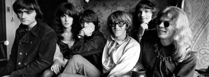 (Soldan) Marty Balin, Grace Slick, Spencer Dryden, Paul Kantner, Jorma Kaukonen ve Jack Casady