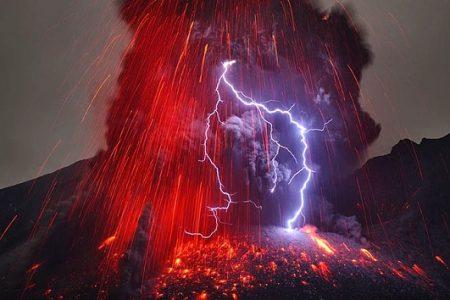 Japonya 'da Yanardağ Şiddetli Bir Şekilde Patladı