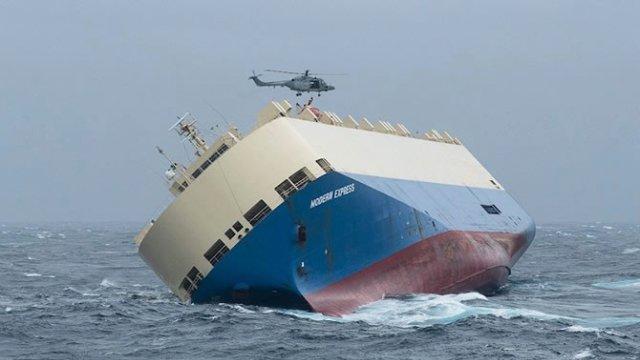 kuru-yuk-gemisi-surukleniyor-8117381_x_3657_o