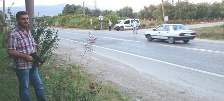 """Şanlıurfa polisi """"bomba yüklü araç"""" alarmı ile teyakkuzuna geçti"""